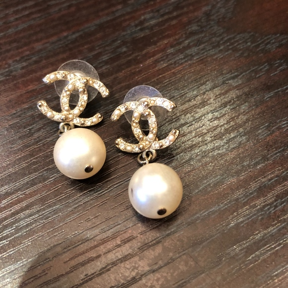 chanel Jewelry - Chanel drop earring pearl & gold  Boucles d'oreill